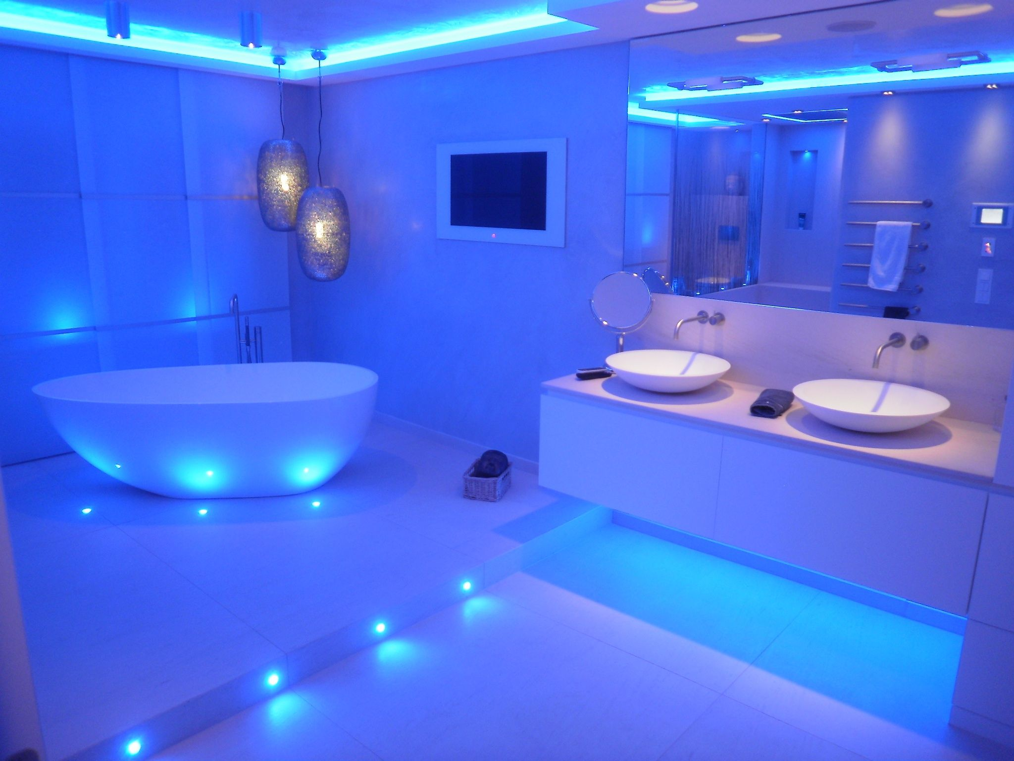 Lichtdesign im Bad | Blooper | Pinterest | Contemporary bathrooms ...