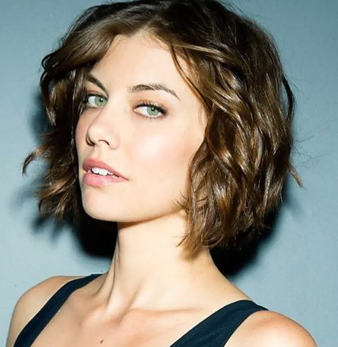 Short Hairstyles For Oval Faces With Wavy Hair Short Wavy Hair Short Wavy Haircuts Wavy Haircuts