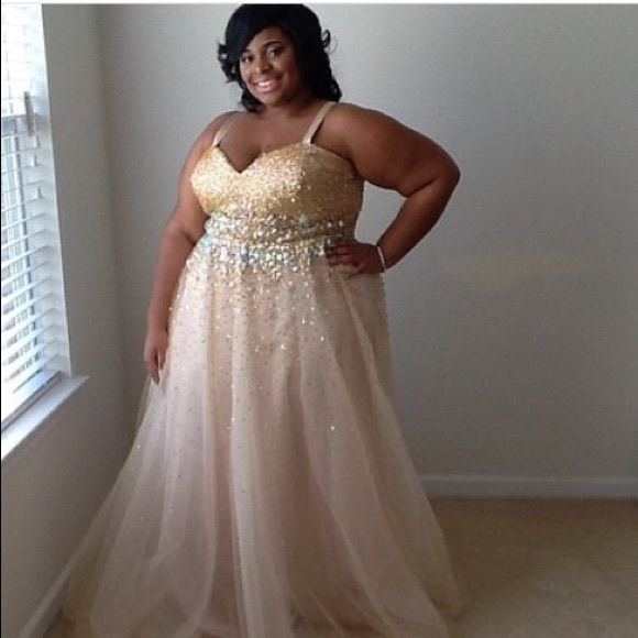 Plus Size Prom Dress | Plus size prom, Prom dresses and Davids ...