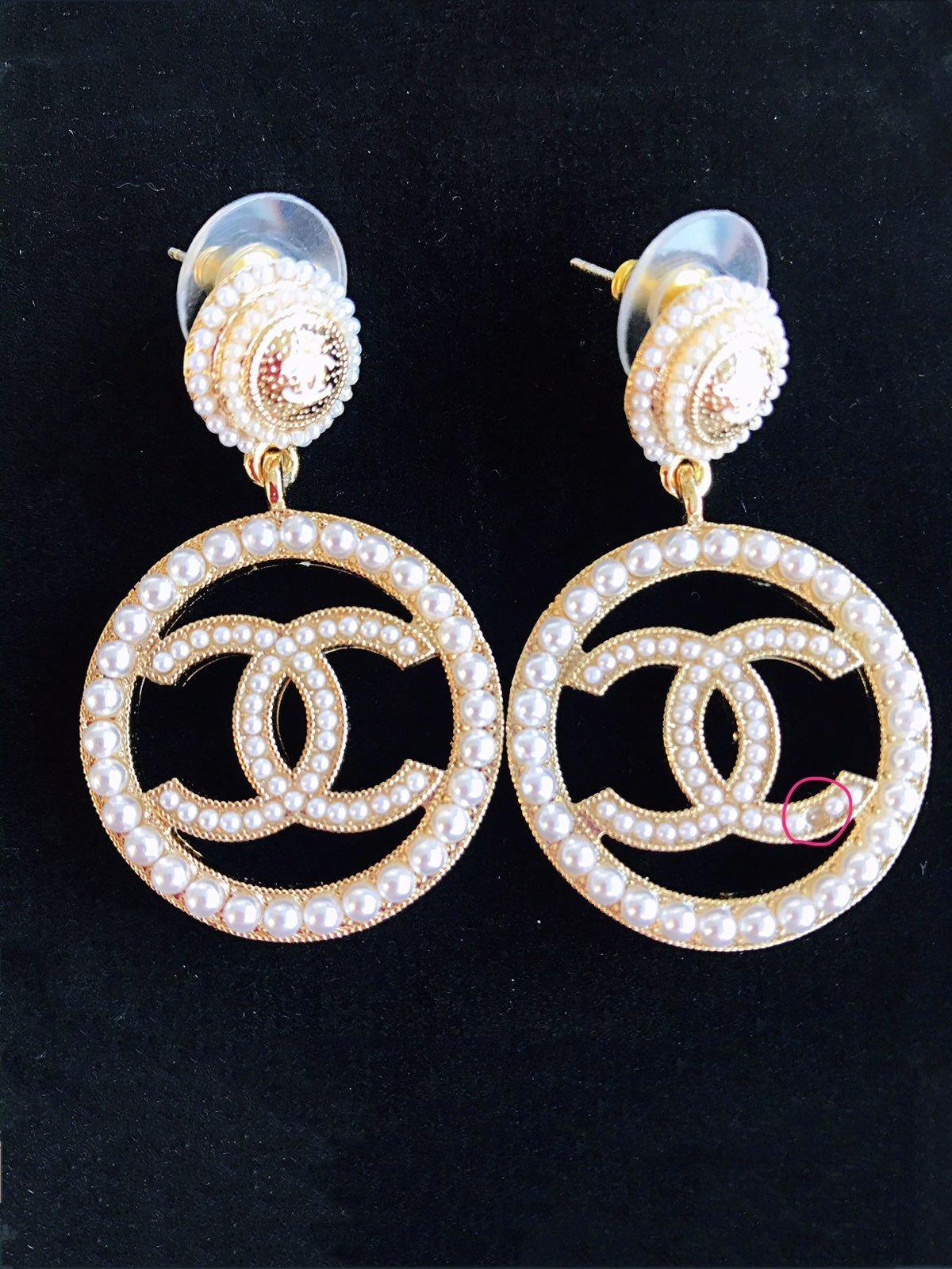 Authentic beautiful Chanel pearl CC logo earrings