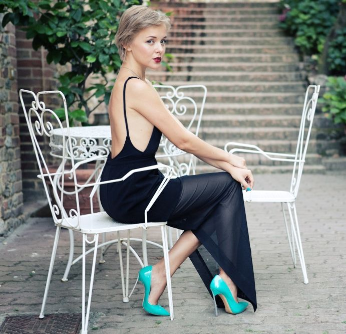 backless maxi dress 2017 with brightly colored pumps