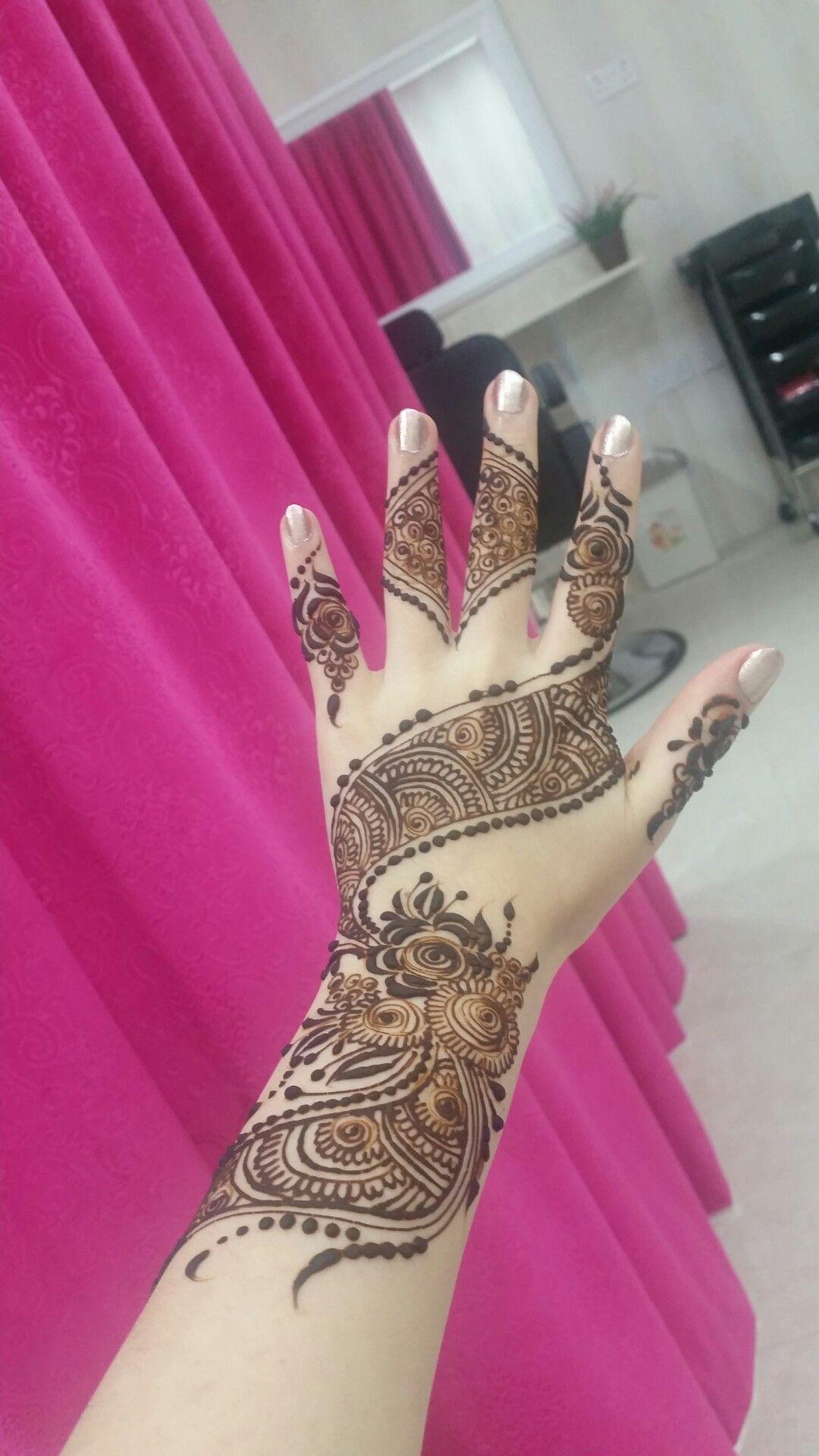 نقش حنة مميز و دقيق عل يد خبيرة الحنة دينا Hand Henna Henna Hand Tattoo Hand Tattoos