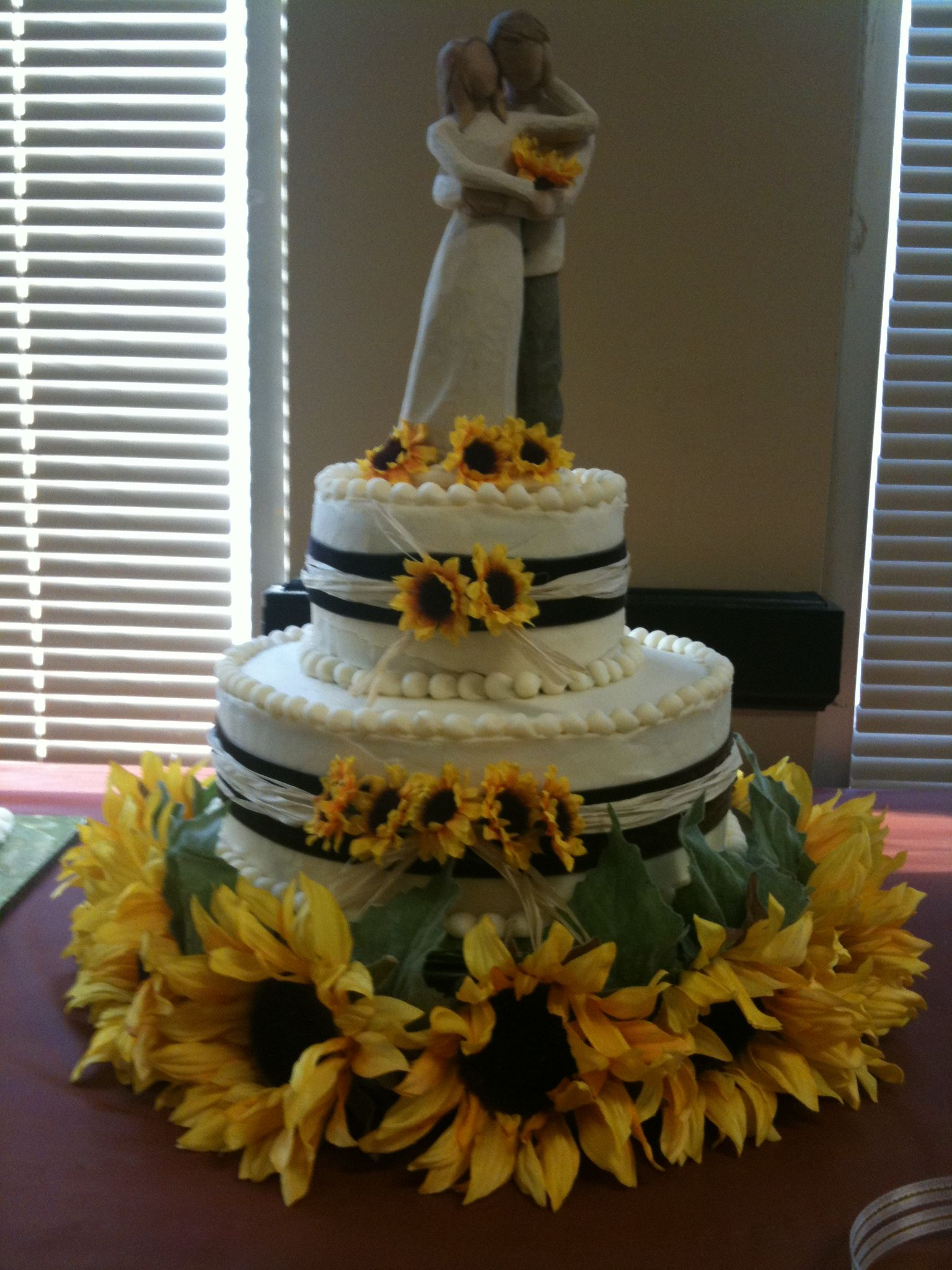 Love the cake topper with the sunflowers but there's too