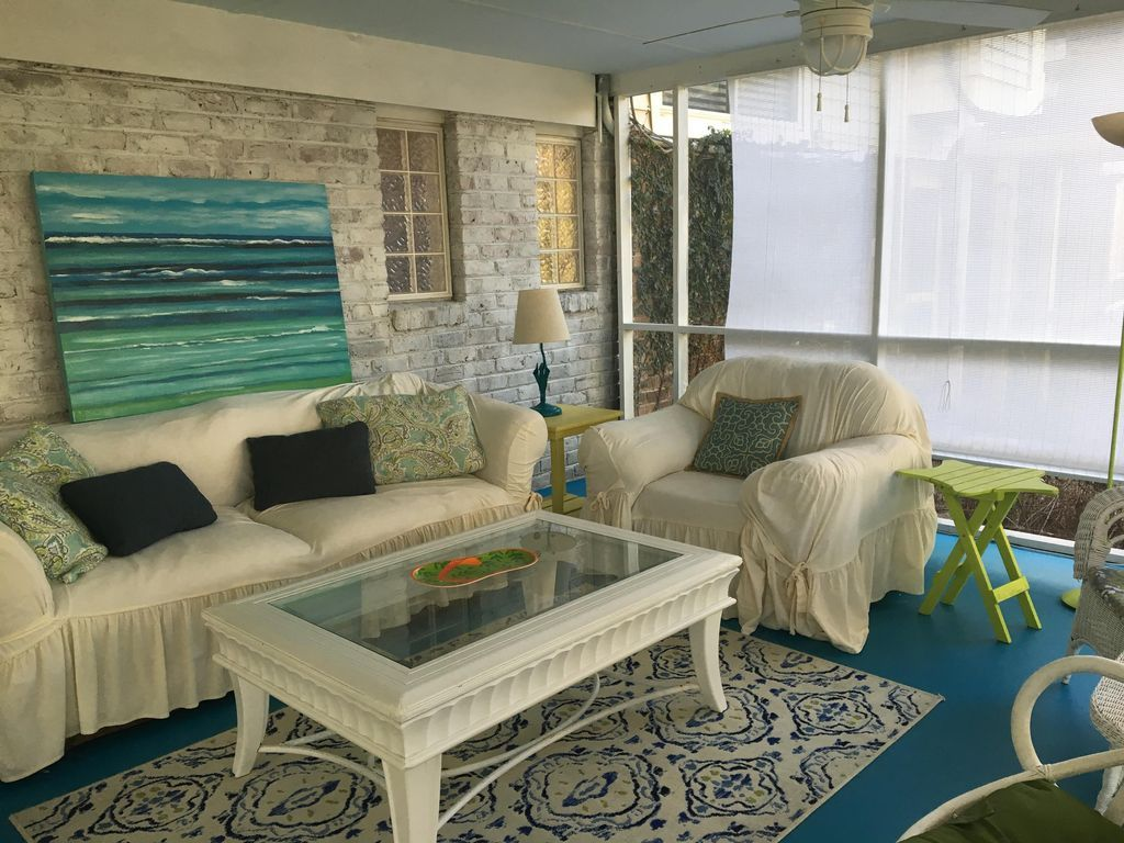Cozy Beachy Charming 1 bedroom Apartment close to both ...