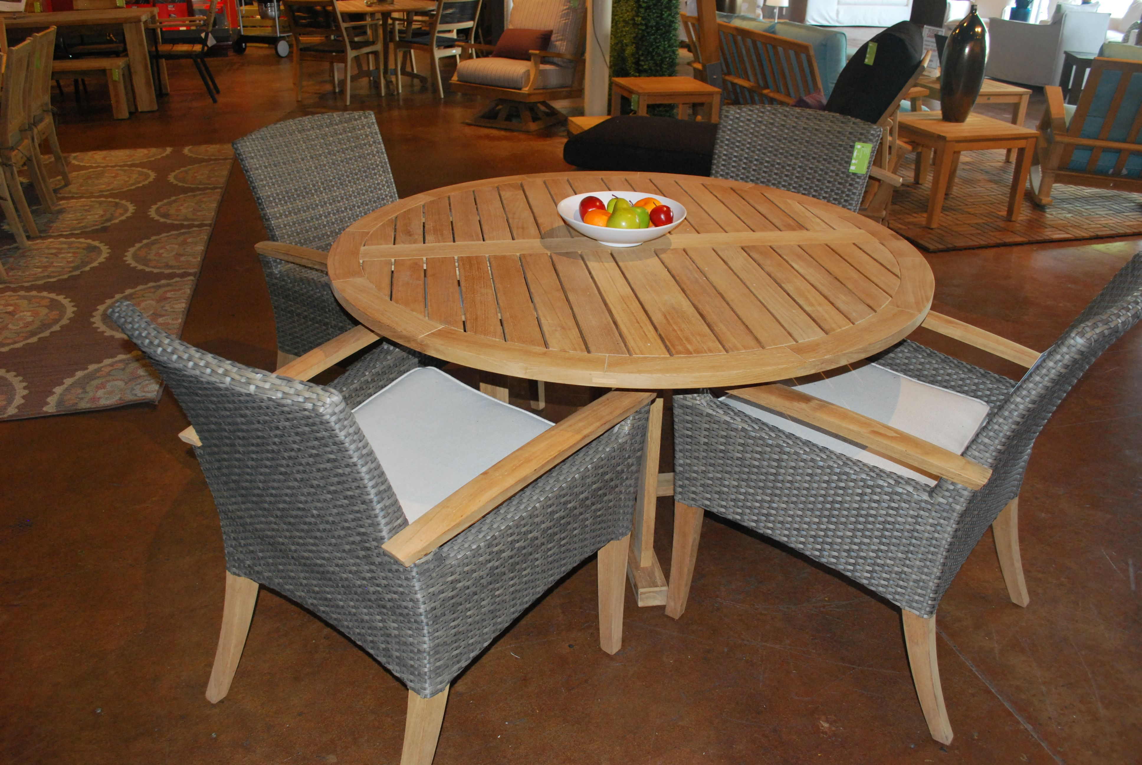 Sophisticated outdoor dining from Gloster - we combine teak and ...