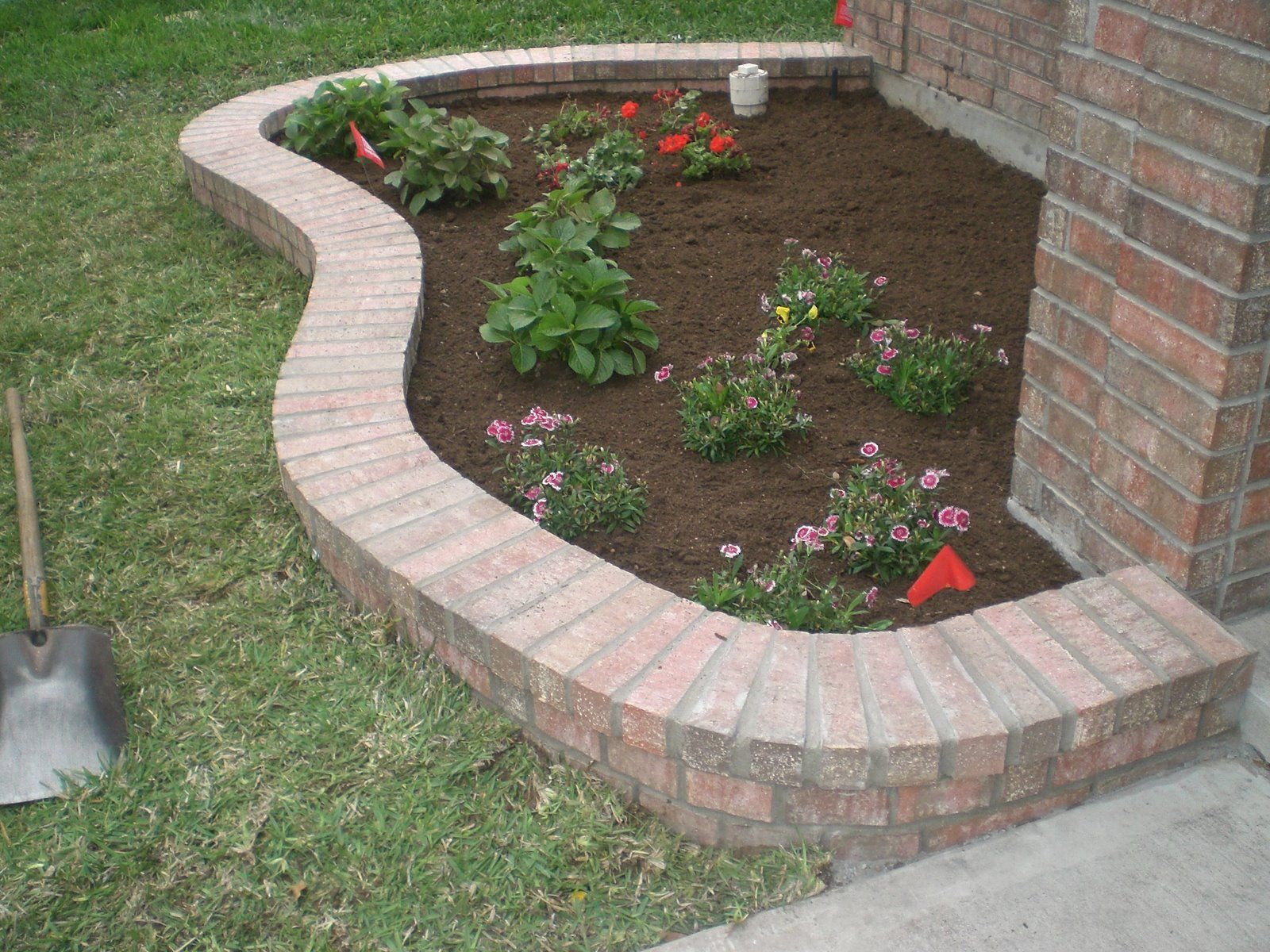 Brick border in front of house google search curb for Brick edging for your flower beds