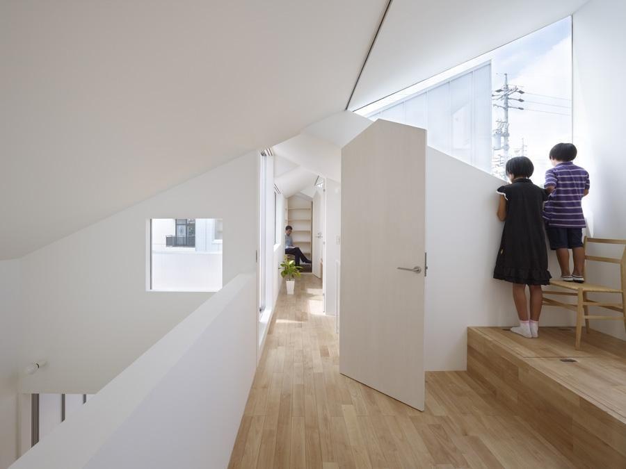 Tomohiro Hata Architect And Associates  complex house . nagoya