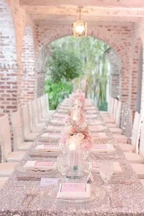 Table reception fete argent et rose poudre