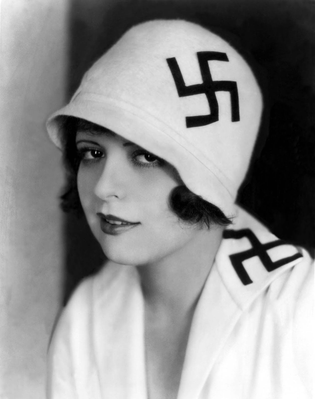 Clara Bow Sporting A Cloche Hat And Top Adorned With