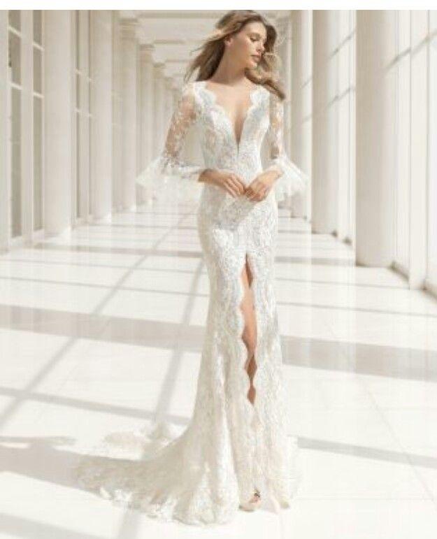 hermoso vestido de encaje con tajo al frente de rosa clara. su