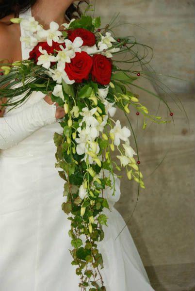 Bouquets retombants quelles astuces pour organiser votre mariage sur http y - Bouquet de fleurs artificielles pour mariee ...
