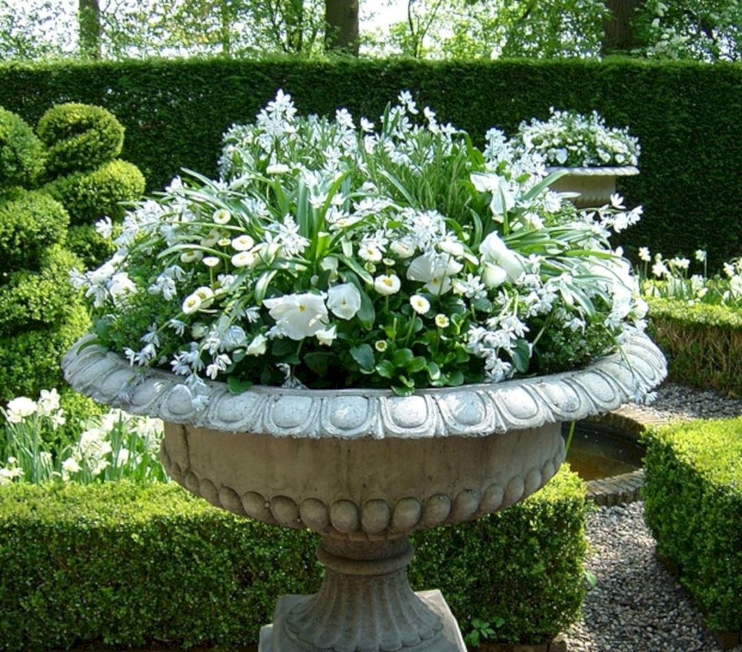 Nice 25 Awesome White Garden Ideas With White Flower Collection In Your Garden Https F Container Flowers Container Garden Design Container Gardening Flowers