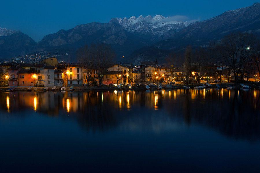 El lago de Como es un lago situado en la región de Lombardía, en Italia, más específicamente en las provincias de Como y Lecco.