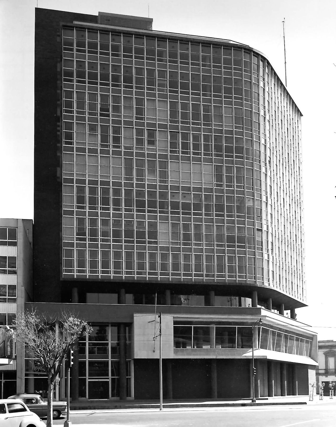 Edificio de oficinas (Seguros Azteca), Insurgentes Sur 170 en la esquina de Niza, Col. Juárez, México DF 1954 Arq. José Hanhausen - Office Buildling, Insurgentes at Niza, Zona Rosa, Mexico City 1954