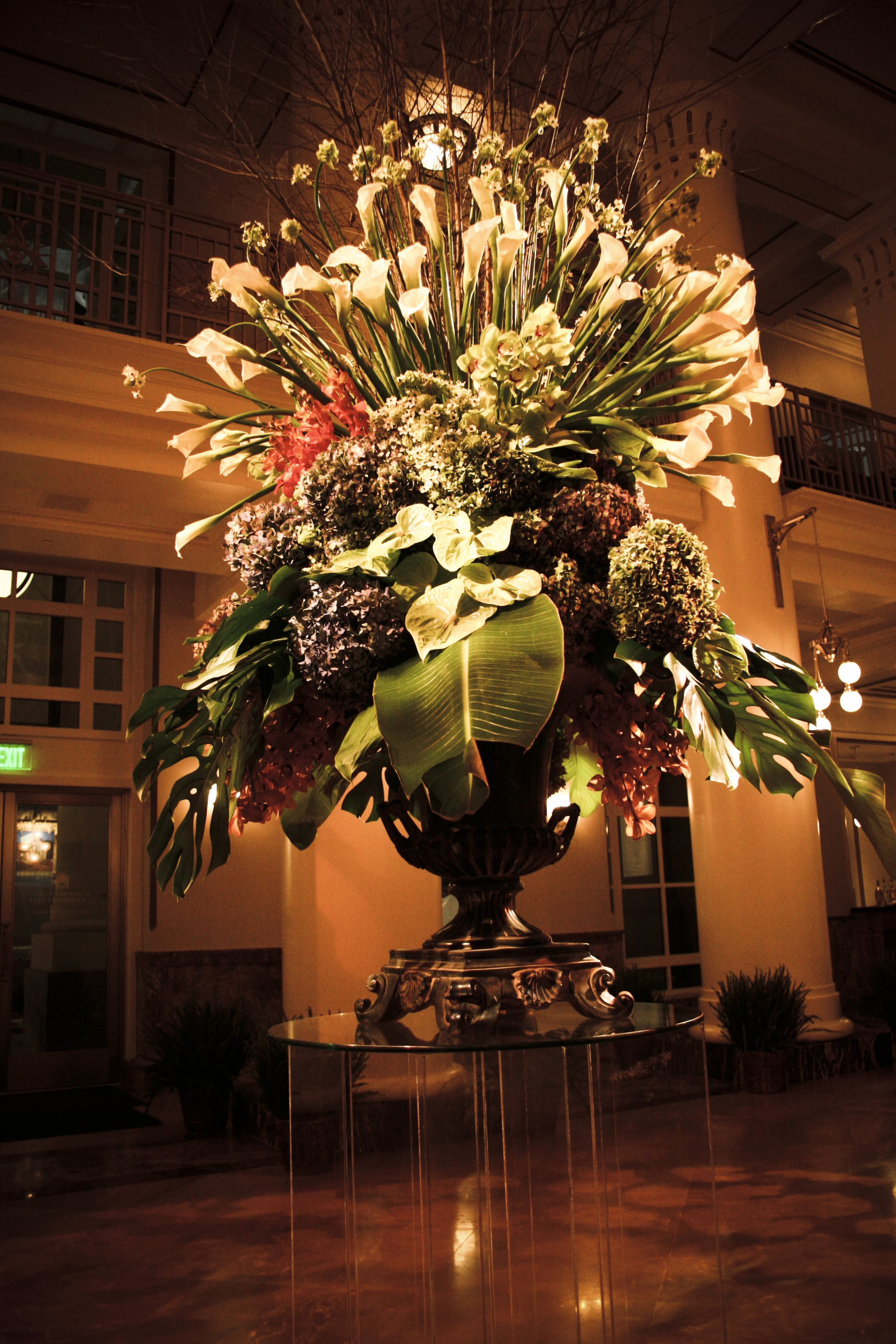 Don 39 t skimp on the entryway arrangement we used a large for Foyer flower arrangement