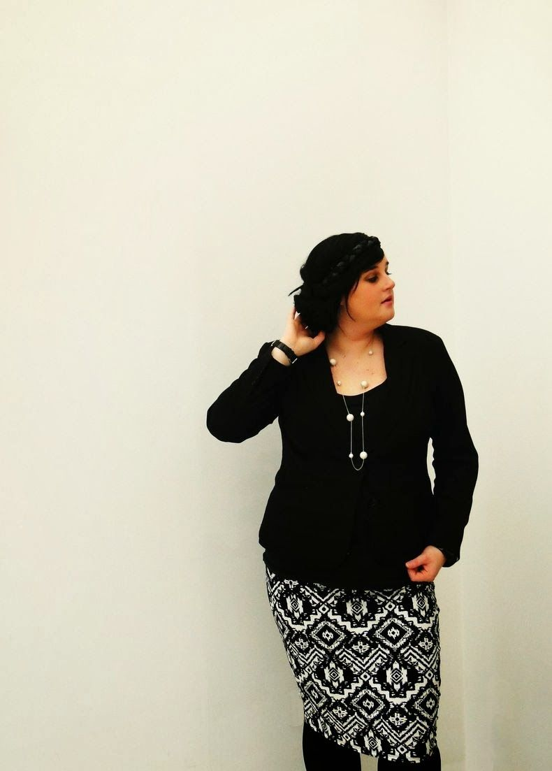 Plus Size Fashion - black & white outfit http://anaispenelope.blogspot.fr/2013/12/french-curves-6.html