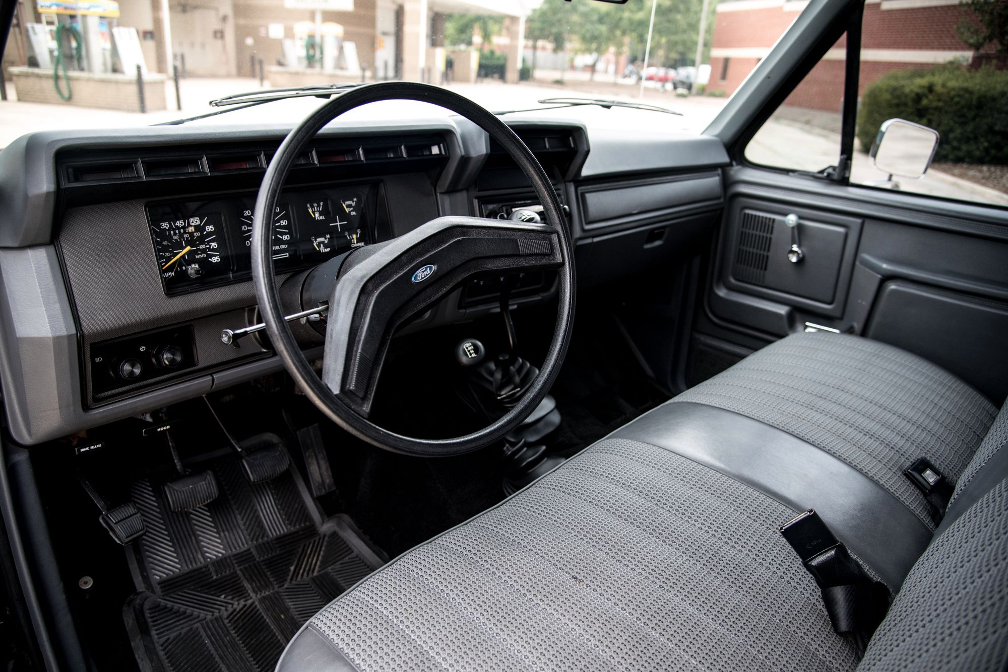 1985 Ford F 150 4x4 Flareside 4 Speed In 2020 Ford F150 Ford Pickup Trucks Ford F150 Interior