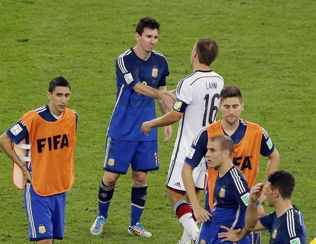 Germany S Captain Phillip Lahm Greets Argentina S Lionel Messi After The World Cup Final Soccer Match Between Ger Argentina World Cup World Cup Final World Cup