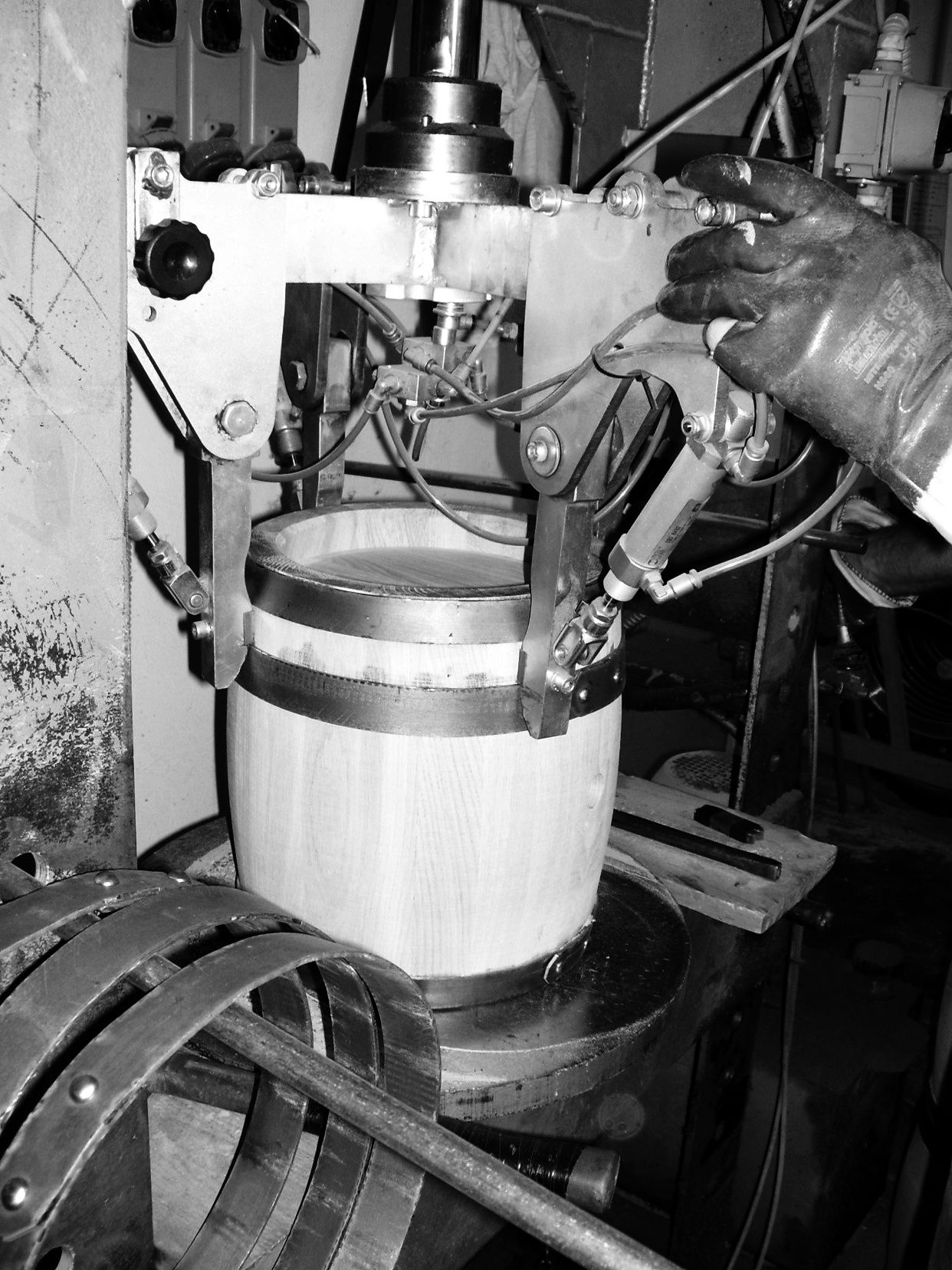 1370 la seconda battitura dei cerchi delle botti for Botti in legno per arredamento