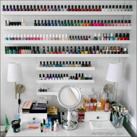Rangement maquillage les plus jolis présentoirs | Rangement vernis, Rangements maquillage, Idee ...