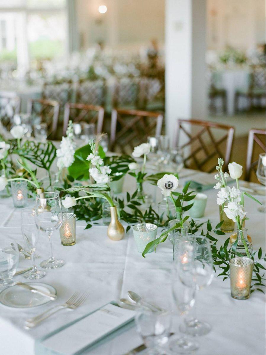 Deze tropische chique bruiloft in Florida is licht en luchtig met prachtig palmblad de …