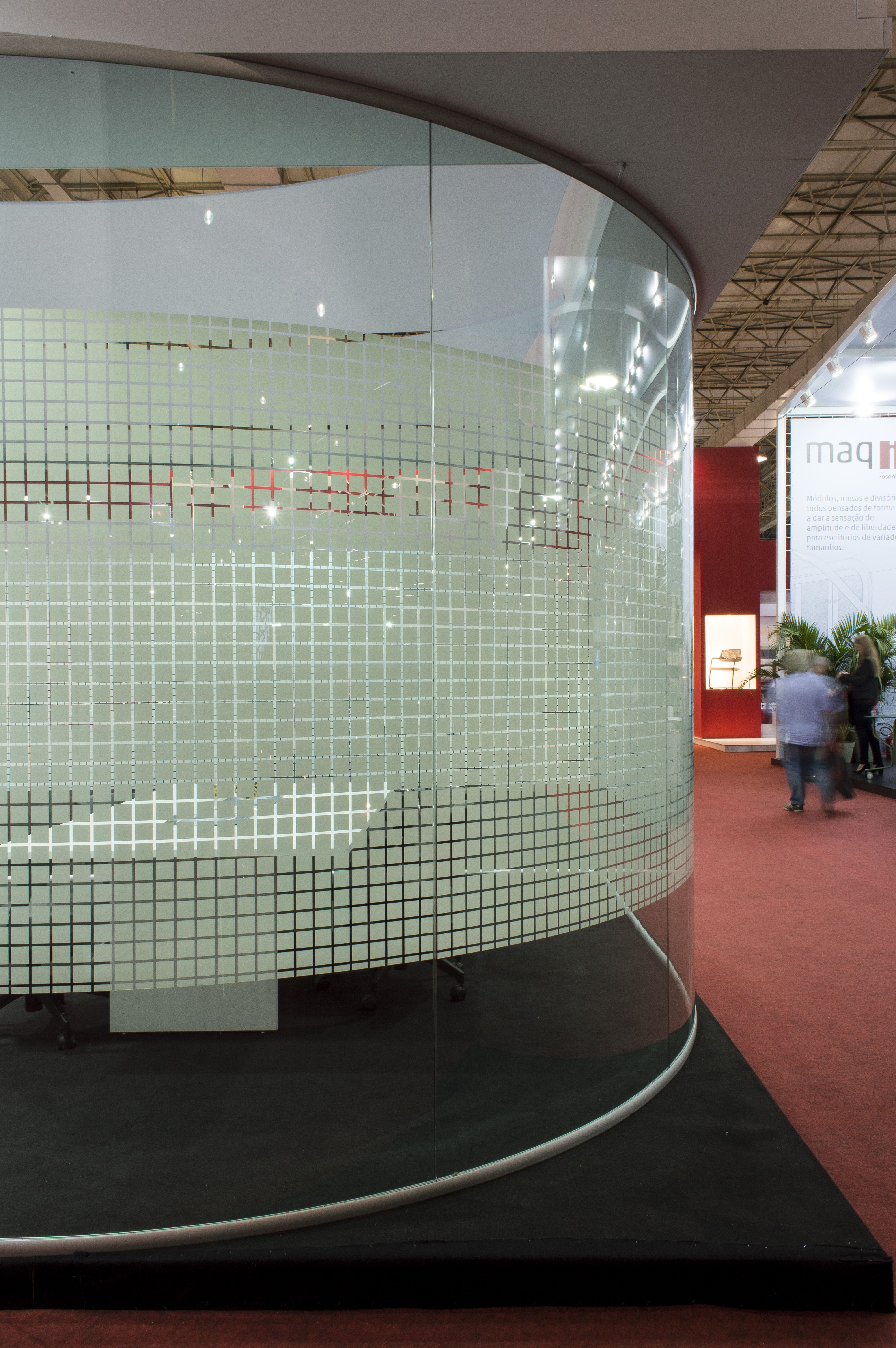 #Divisória -#Painel vidro único sistema junta seca. Vidro curvo