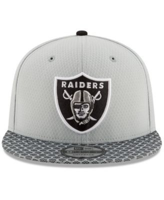 31bbab8e New Era Boys' Oakland Raiders 2017 Official Sideline 9FIFTY Snapback Cap -  Black Adjustable