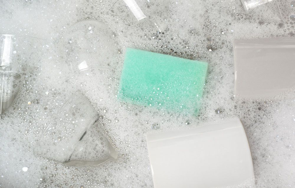 8 Mistakes You Re Making Every Time You Wash Dishes Kitchen Sponge Soapy Washing Dishes