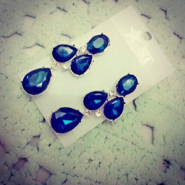 Brincos Pedraria Azul lindo!