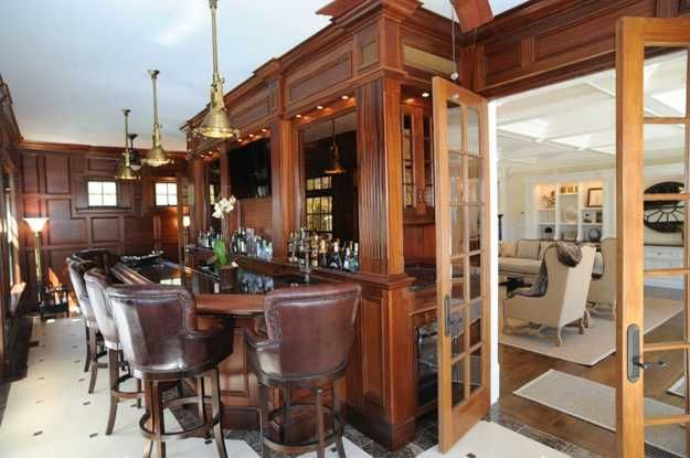 wood paneling decor Traditional home decorating style, leather and