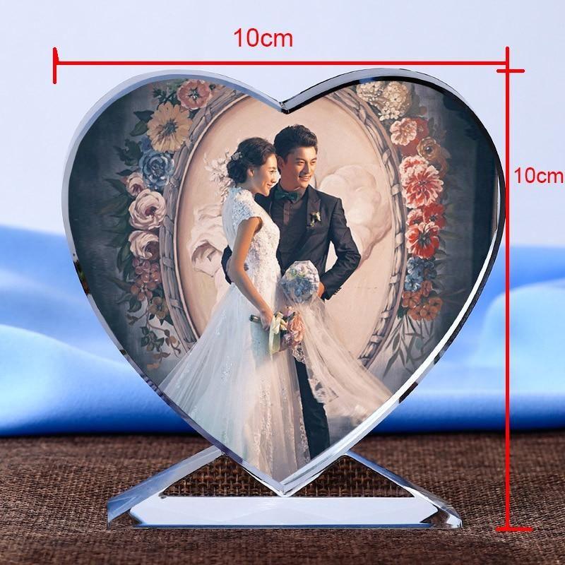 Dieses personalisierte Kristallherz macht ein atemberaubendes Bild, das Sie überall hin mitnehmen oder als einzigartige Geschenkidee dekorieren können.  Das Bild vermittelt einen statischen 3D-Druck im Kristall, ist jedoch mit 2D-Merkmalen graviert, um hohe Kosten zu vermeiden.  Häufig gekauft wie bei den aufrichtigsten Beziehungen.  Suchen Sie nach einer einzigartigen Geschenkidee oder einem Kristallgeschenk, das Ihre Liebe zu jemandem, einem Tier oder einem bestimmten Objekt widerspiegelt? Ei