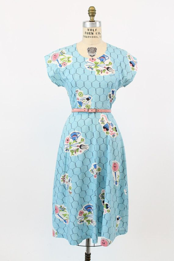 e90cf938a8e 40s Dress Novelty Print Medium   1940s Vintage Dress Gardening Print    Chicken Wire and Insect Dress