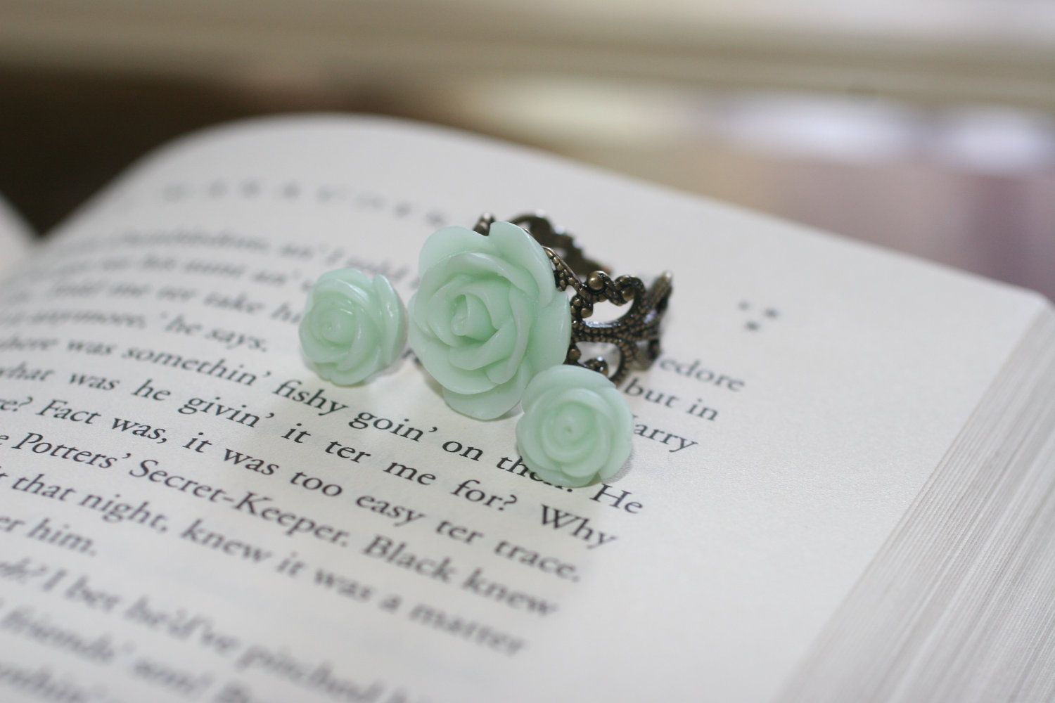 Another gorgeous rose ring. This one comes with earrings.