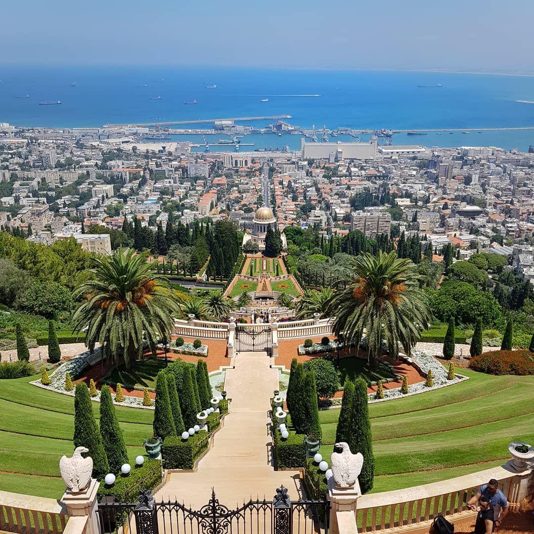 Las Terrazas De La Fe Bahá í También Conocidas Como Los Jardines Colgantes De Haifa Son Terrazas De Jardín Alre Hanging Garden Rooftop Garden Garden Lovers