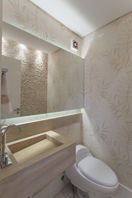 No lavabo, uma das paredes recebeu pastilha de mármore travertino  Banheiro  -> Cuba Banheiro Travertino