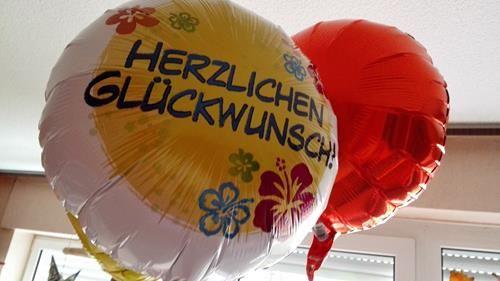 [Produktvorstellung] Ein Ballonbukett von Ballon4you:  Sie schweben nun im Wohnzimmer :-)  #ballons #heliumballons #ballon4you #sponsored #geburtstagsgeschenk