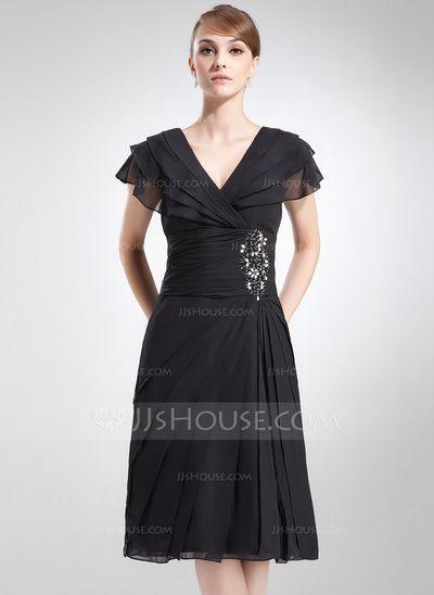 Kleider für die Brautmutter - $126.99 - A-Linie/Princess-Linie V-Ausschnitt Knielang Chiffon Kleid für die Brautmutter mit Rüschen Perlen verziert (008006041) http://jjshouse.com/de/A-Linie-Princess-Linie-V-Ausschnitt-Knielang-Chiffon-Kleid-Fur-Die-Brautmutter-Mit-Ruschen-Perlen-Verziert-008006041-g6041?snsref=pt&utm_content=pt