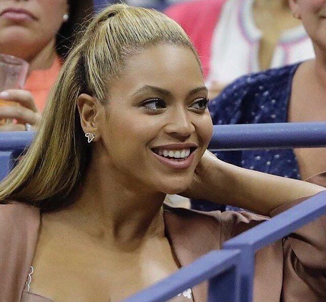 Bey at Serena Williams match tonight in NCY  بيونسي في مباراه سيرينا وليامز اليوم في نيويورك  #Beyonce #queen #queenofpop #yonce  #flawless #jayonce #followme #superbowl #jayz #coldplay #follow #kellyrowland #solang #beycute #beyhiveforever #theformationworldtour