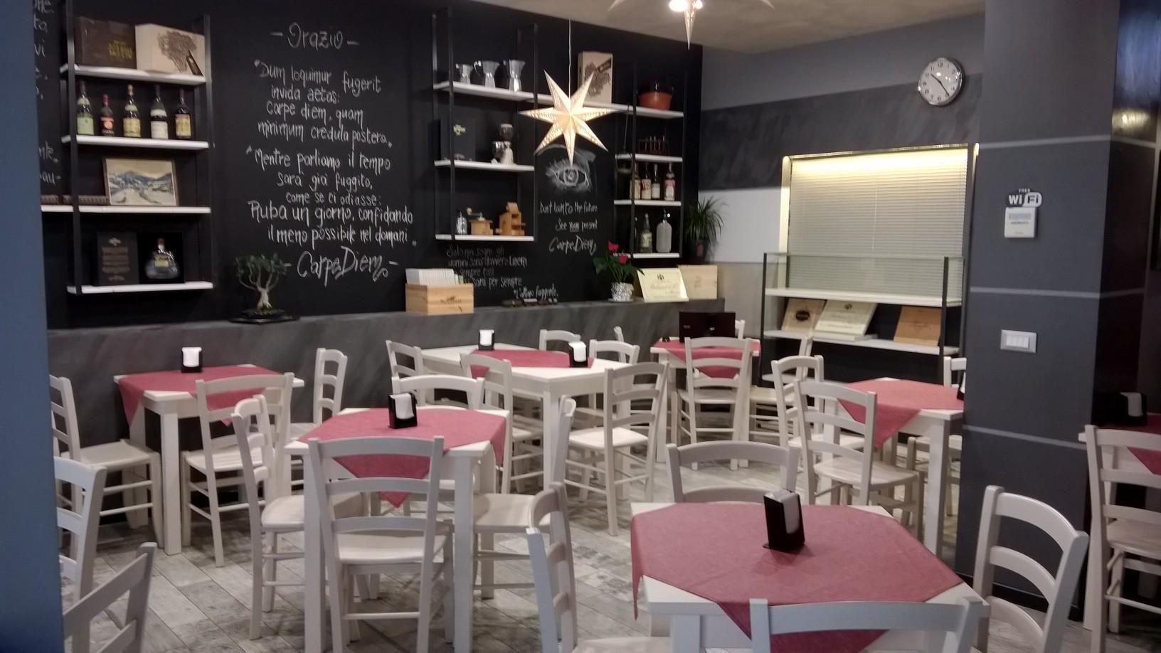 Pin di sedie tavoli ristoranti maiero su arredi eseguiti for Arredamento ristorante shabby chic