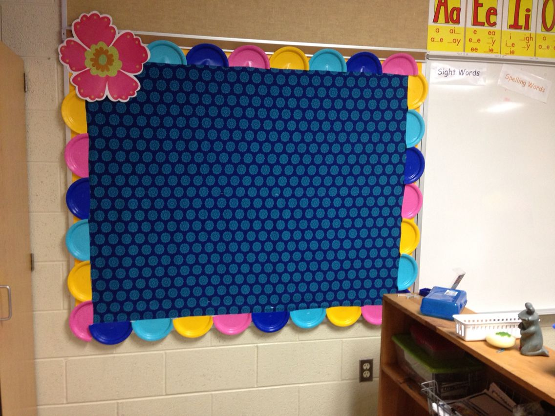 Cheap bulletin board border! Colored paper plates from the Dollar Store cut in half! I bought 4 colors and it was enough to do two boards this size and one ... & Cheap bulletin board border! Colored paper plates from the Dollar ...