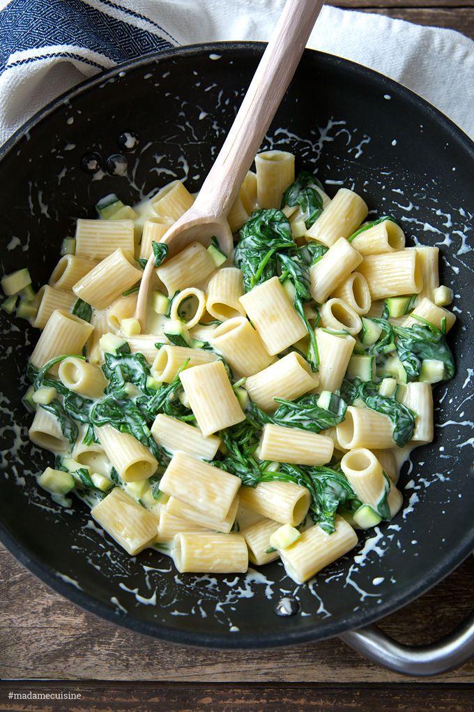 Nudeln mit Käse-Sahne-Sauce und Spinat - Madame Cuisine #recipesforshrimp