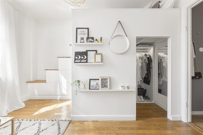 compact living in Stockholm, walk in closet, loft, bed