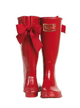 Joules' Wellies. Pretty bow. Makes me want to go stomp in the puddles