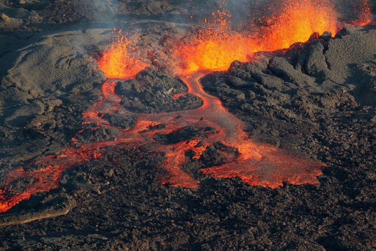 En Images Le Volcan Du Piton De La Fournaise Entre En Eruption A La Reunion Volcan Paysage Reunion La Reunion