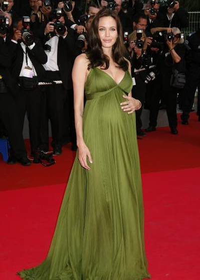 54d14f2d33a Angelina  maternity  style  pregnant  celebrities