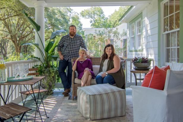 Home Town Host Erin Napier Likes To Get A Little Background And Personal History On Her Clients And Families Before Renova Home Town Hgtv Hgtv Porch Decorating