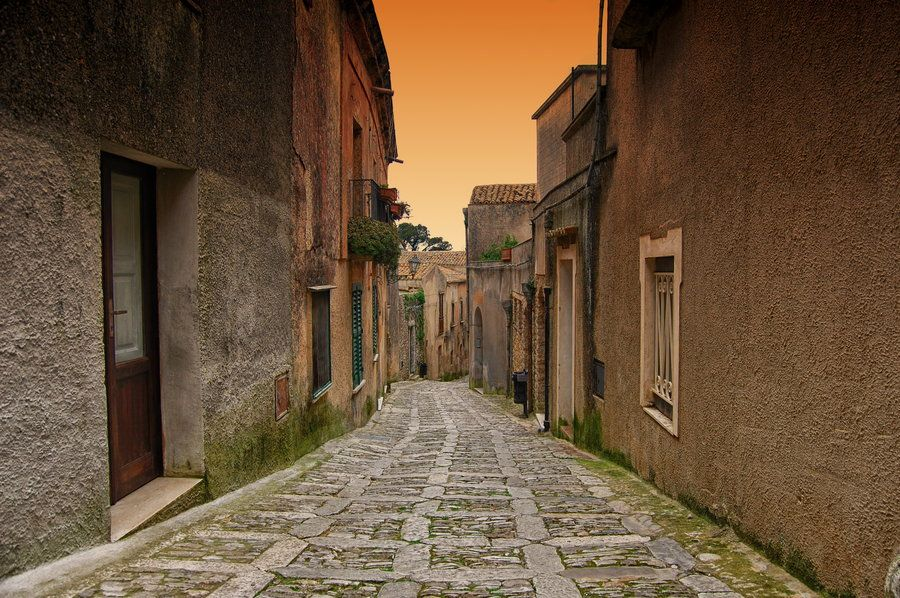 The Street by Francesco Alamia, via 500px
