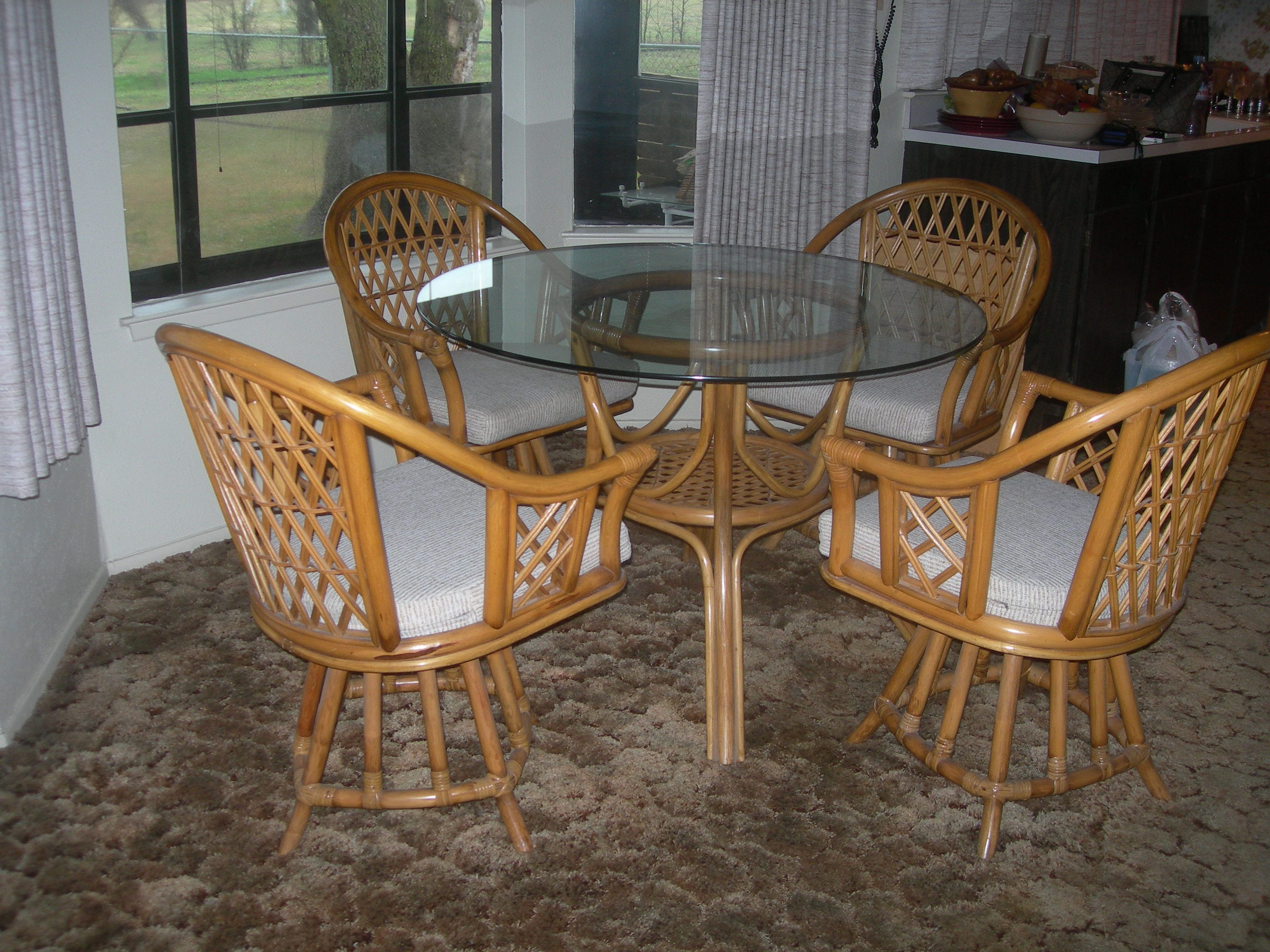 Bambo table and chairs in blc2beans garage sale north
