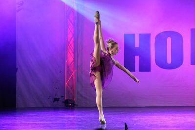 Hollywood Vibe 517874101 Chloe Photos Dance Moms Chloe Dance Moms Chloe Lukasiak Dance Contest