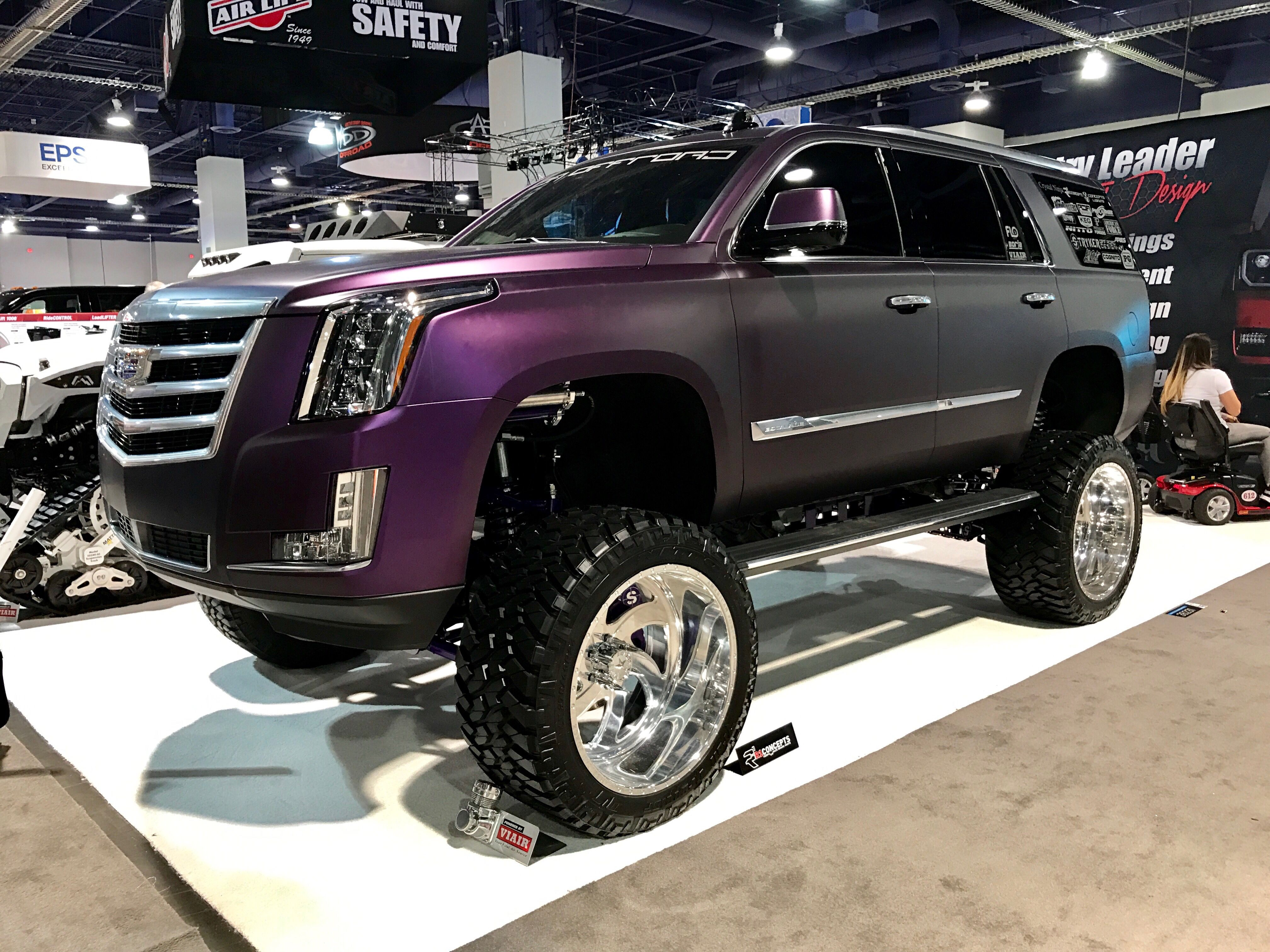 this lifted cadillac escalade wow sema2016 semashow cars pinterest cadillac. Black Bedroom Furniture Sets. Home Design Ideas